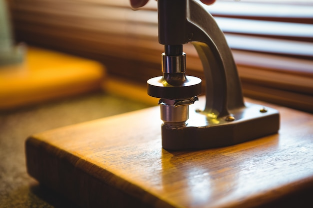 Microscoop in een uurwerkatelier
