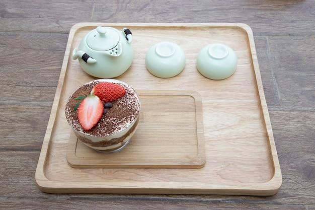 Middagthee en tiramisu-cake