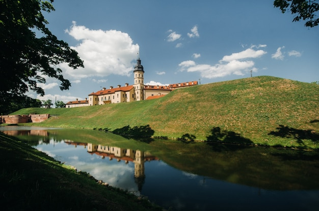 Middeleeuws kasteel in nesvizh, minsk regio, wit-rusland.