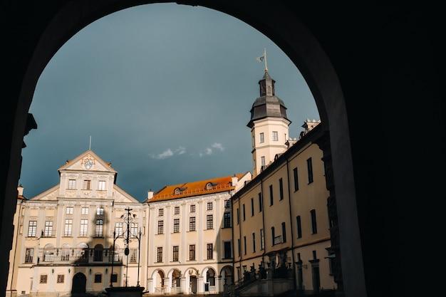 Middeleeuws kasteel in nesvizh, regio minsk, wit-rusland.