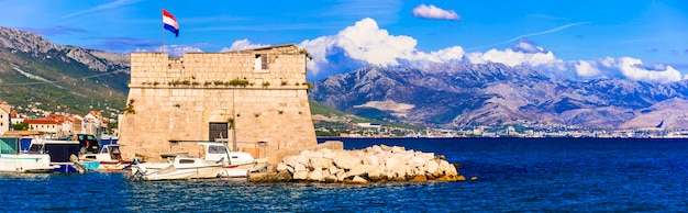 Middeleeuwse kastelen van kroatië kastela kastel stafilic nehaj toren over zee dalmatië