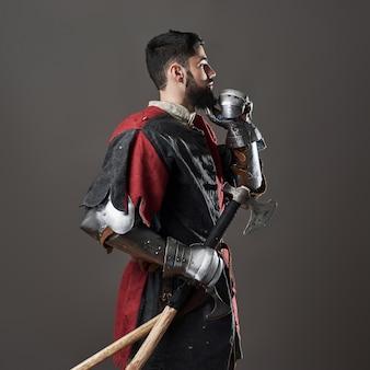 Middeleeuwse ridder op grijs