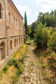 Middeleeuwse stad girona, omgeving van monestir de sant pere de galligants, costa brava van catalonië in de middellandse zee. spanje