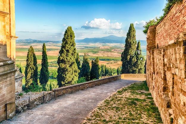 Middeleeuwse straten in de stad pienza, toscane, italië
