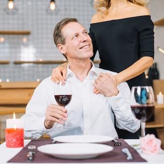 Middelgroot schot van echtpaar