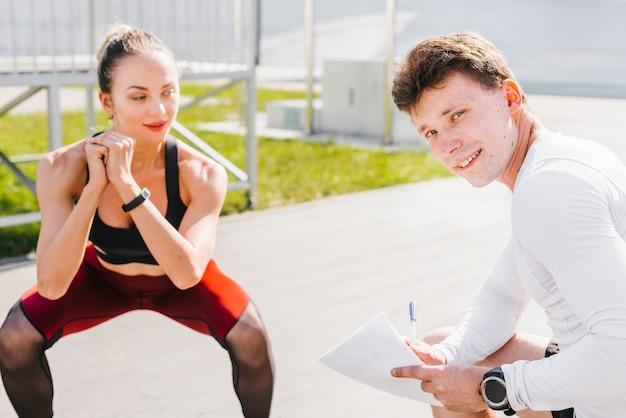 Middelgroot schot van sportief paar