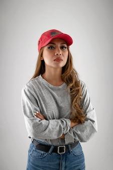 Middelgrote geschoten vrouw met hoed
