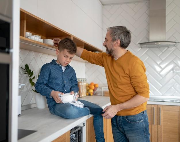 Middelgrote schaal voor het schoonmaken van kinderen