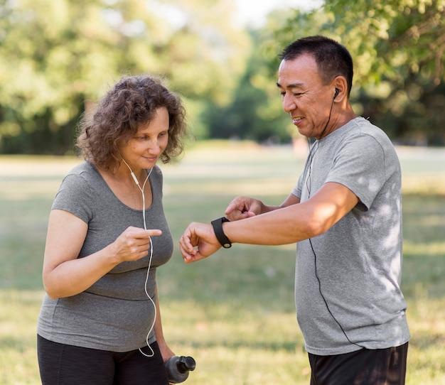 Middelgrote volwassenen die actief zijn