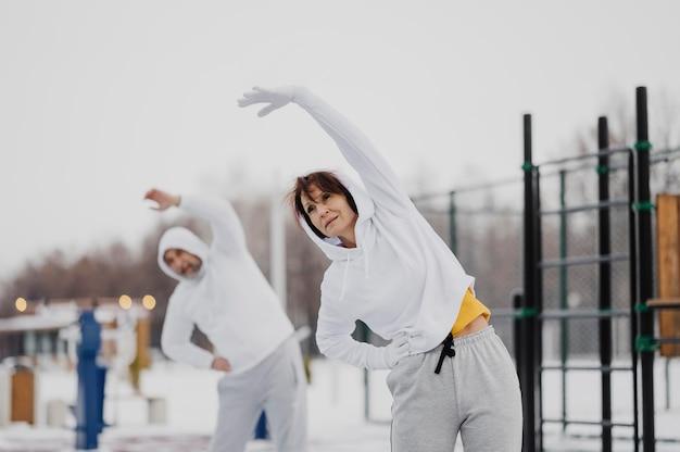 Middelgrote volwassenen trainen