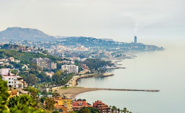 Middellandse zeekust in malaga, spanje. uitzicht vanaf kasteel gibralfaro