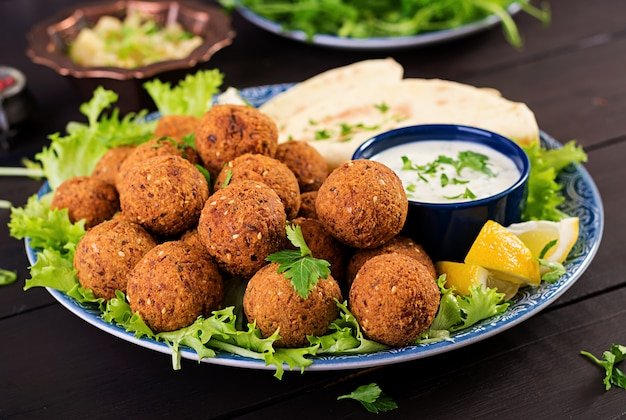Midden-oosterse of arabische gerechten.