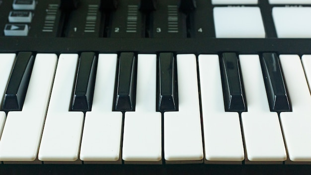 Midi-controller sound synthesizers-apparaat voor muziek-edm-producent.