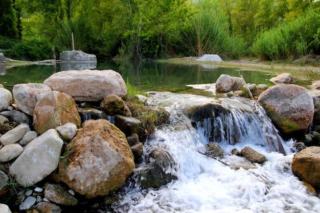 Mijares rivier in de buurt van montanejos natuur castellon