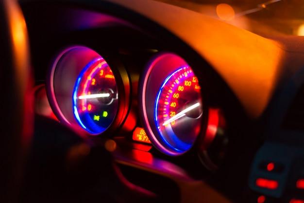 Mijl-meter console in de auto