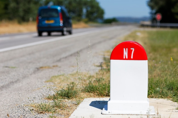 Mijlpaal op de n7-weg in frankrijk