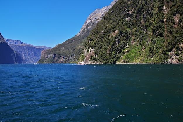 Milford sound fjord in nieuw-zeeland