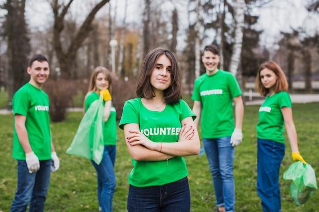 Milieu en vrijwilligersconcept met groep personen