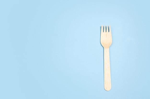 Milieuvriendelijk leven - organisch gemaakt keukengerei in vergelijking met polymeren, plastic analogen.
