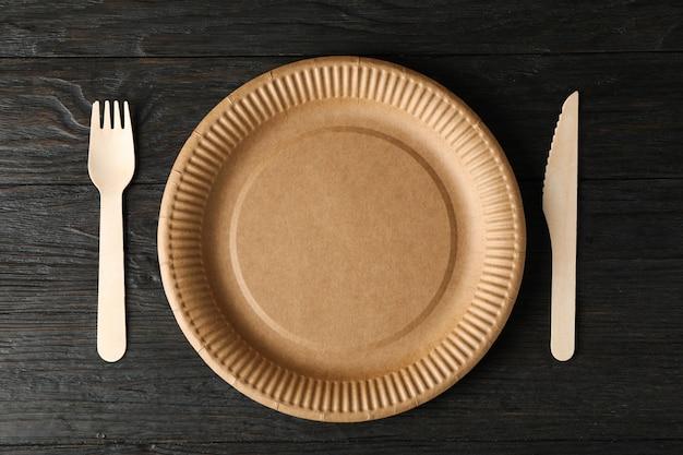 Milieuvriendelijk servies op houten, bovenaanzicht en ruimte voor tekst