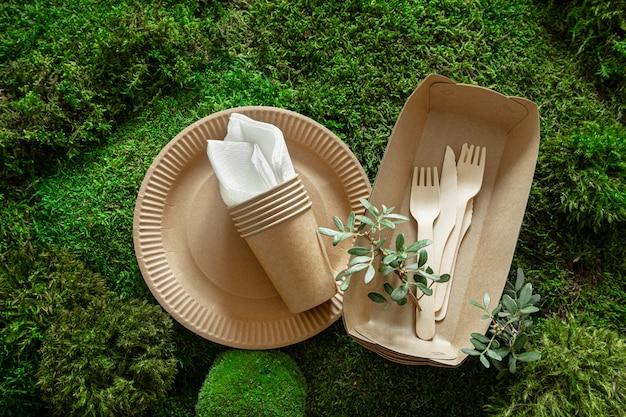 Milieuvriendelijk, wegwerp, recyclebaar serviesgoed.