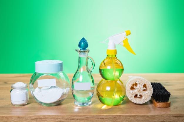 Milieuvriendelijke gereedschappen en voor het zelf schoonmaken van huizen.
