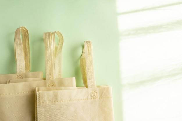 Milieuvriendelijke nonwoven tas van natuurlijke materialen ecologie recycling geen plastic nul afval