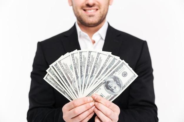 Miling jonge zakenman bedrijf rekeningen