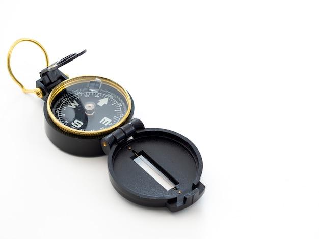 Militair zwart kompas dat op wit wordt geïsoleerd