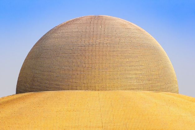 Miljoen gouden boeddha beeldje van dhammakaya pagoda in wat dhammakaya