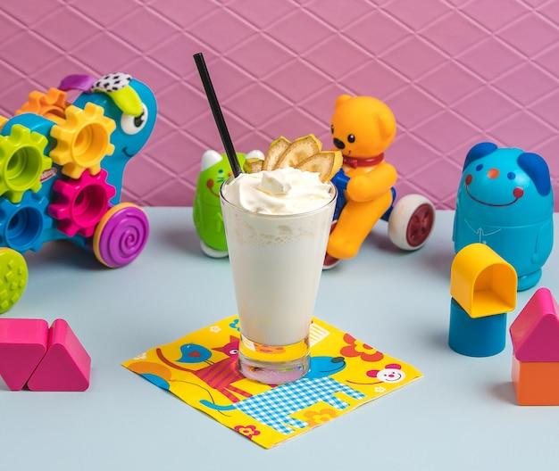 Milkshake met room op de tafel
