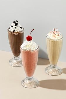 Milkshakes met gemengde smaken in een café