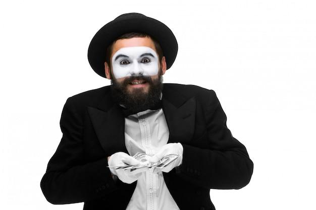 Mime als zakenman die geld houdt