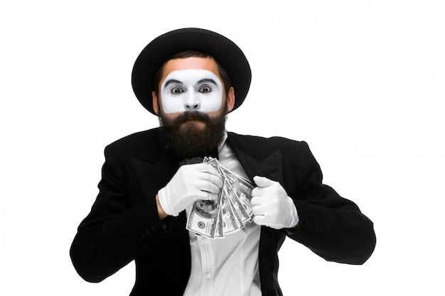 Mime als zakenman geld steken in zijn zak