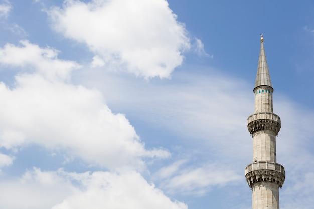 Minaret van suleymaniye-moskee in istanboel, turkije