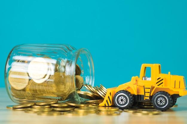 Mini bulldozer vrachtwagen laden stapel munt