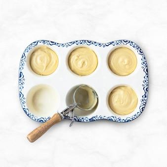 Mini cupcakes in een bakplaat