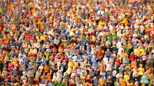 Mini figuur menigte mensen zitten in het stadion