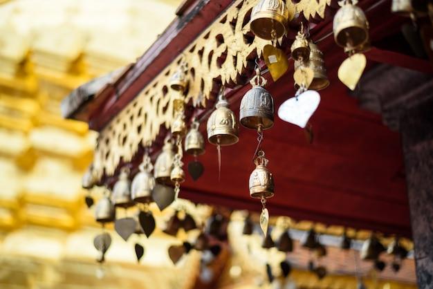 Mini gouden klok van de tempel, phra that doi suthep, provincie chaing mai, ten noorden van thailand