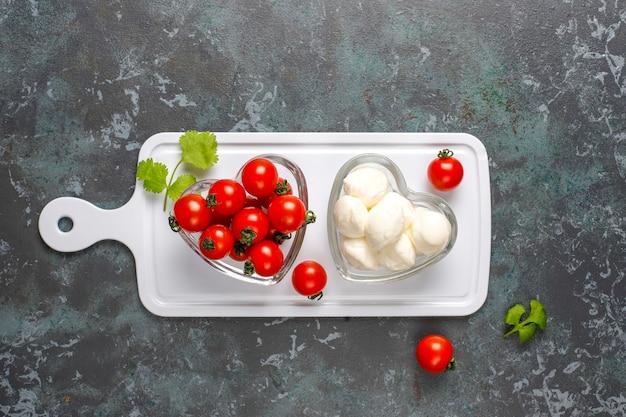 Mini mozzarella kaas met cherrytomaatjes.