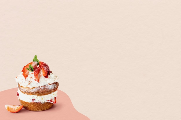 Mini zelfgemaakte aardbeien shortcake gebak beige achtergrond
