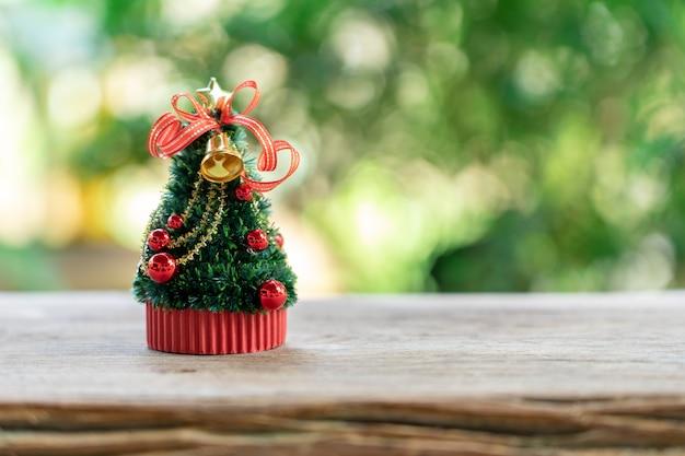 Miniatuur kerstboom vier elk jaar kerst op 25 december.