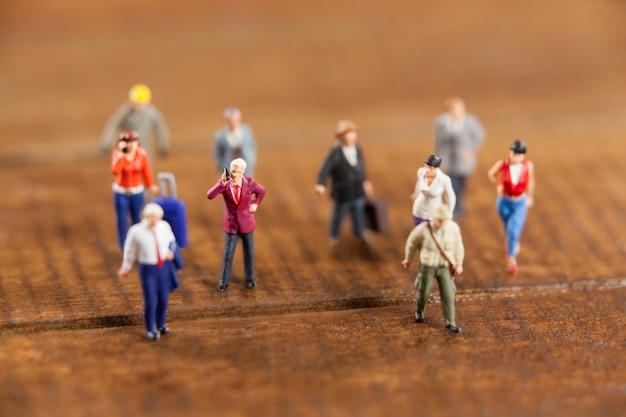 Miniatuur mensen reizen