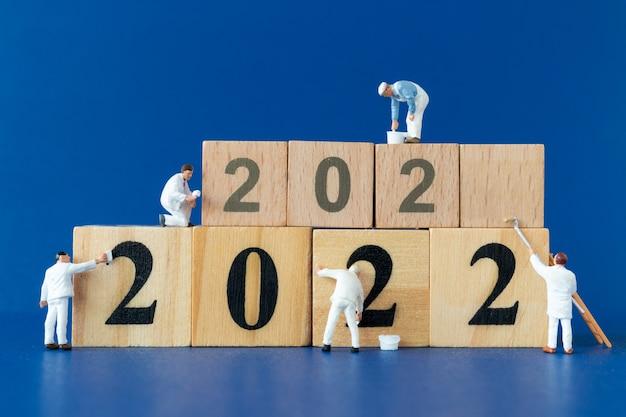 Miniatuur mensen werknemer team schilderij nummer 2022, gelukkig nieuwjaar concept