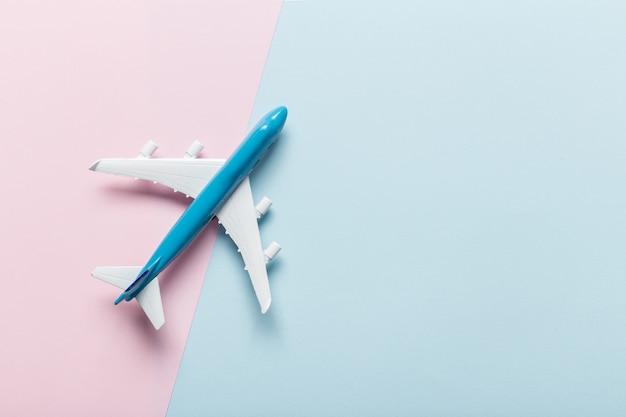 Miniatuur vliegtuig reisthema