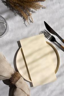 Minimaal wit tafelassortiment