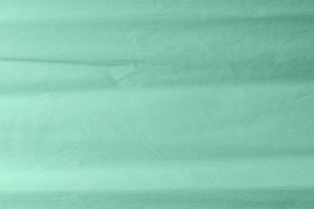 Minimale creatieve papierachtergrond afgezwakt in neon mintkleur.