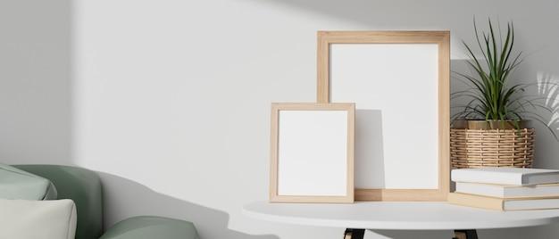 Minimale lege houten fotolijsten op witte tafel met minimale rieten plantenpot, boeken en groene bank met witte achtergrond. 3d-rendering, 3d illustratie