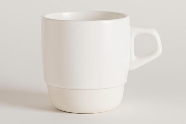 Minimale ontwerpbron voor witte theekopjes