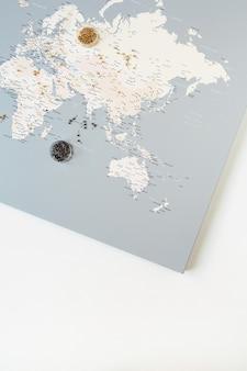 Minimale wereldkaart met pinnen
